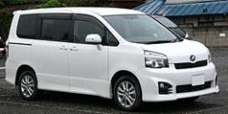 トヨタのヴォクシーの写真